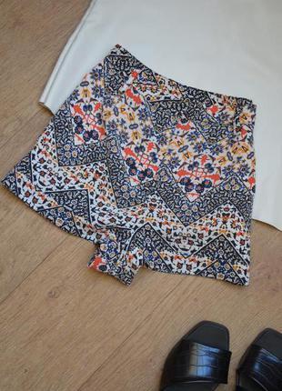 Короткие шорты с высокой посадкой с орнаментом topshop с карма...