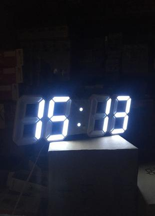 Настольные LED часы электронные.