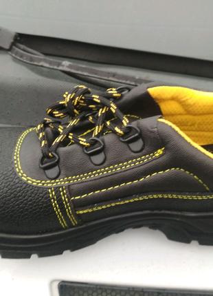 Спецобувь:Ботинки, туфли, сандали.