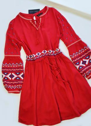Красное платье с вышивкой вискоза