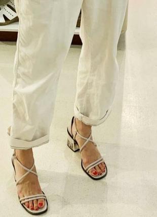 Стильные босоножки на устойчевом каблуке,тонкие ремешки