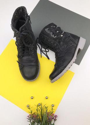 Детские ботинки на шнуровке с молнией