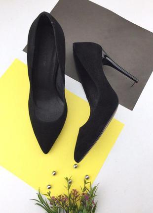 Замшевые туфли лодочки на шпильке