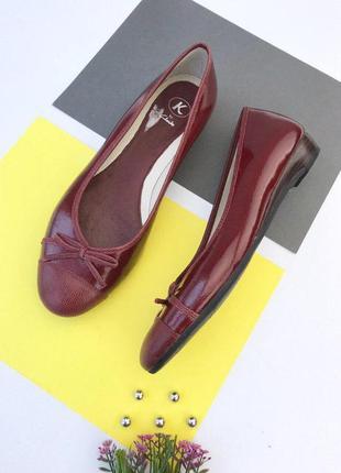 Кожаные туфли балетки clarks