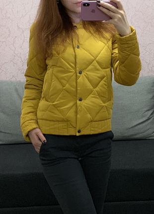 Новая желтая стеганная женская демисезонная куртка/бомбер на кноп