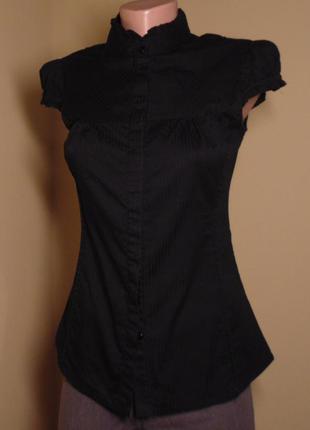 Чорна сорочка зі стоєчкою, в атласну полосочку