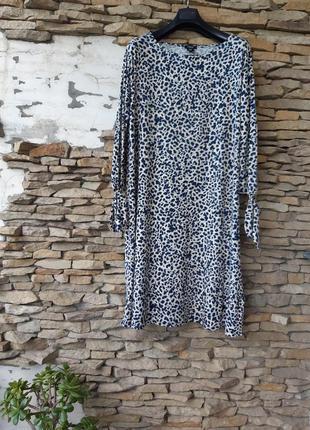 Бомбезное вискозное с красивыми рукавами платье большого размера