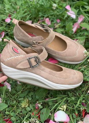 Шикарные кожаные  удобные туфли на платформе