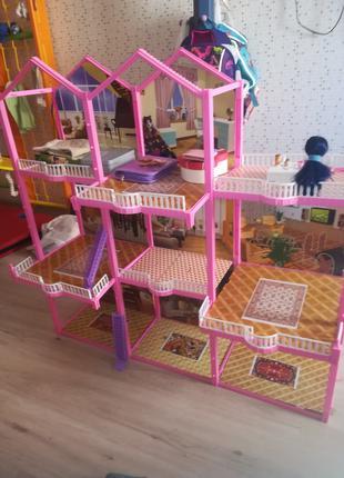 Огромный домик для кукол