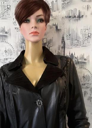 Roccobarocco,кожаный плащ 46- 48 размер, италия