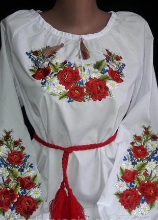 Шикарна вишиванка з насиченою вишивкою троянди