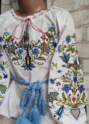 Дуже стильна та оригінальна вишиванка для маленької україночки
