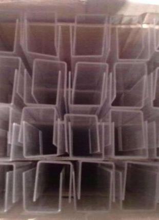 Пластмассовые рейки с держателями.