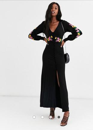 Шикарное трикотажное платье с вышивкой 46 размер