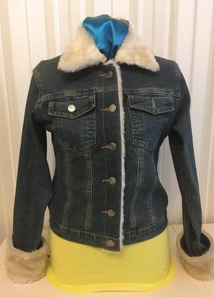 Джинсовая женская курточка с мехом