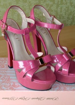 Босоножки, сандали 37
