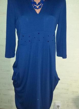 Нарядное трикотажное платье цвета ультрамарин - индиго - синев...