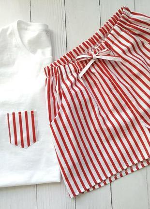 Комплект из трикотажной футболки и шортиков в красную полоску