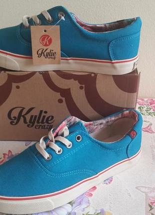 Синие шнурованные кеды на белой подошве от kylie crazy