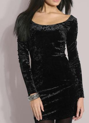 Шикарное маленькое черное платье из бархата