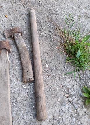Топор, лопата