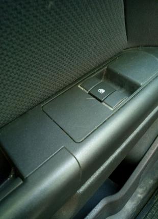 Блок управления стеклоподъемниками Opel Astra H хетчбек 2007