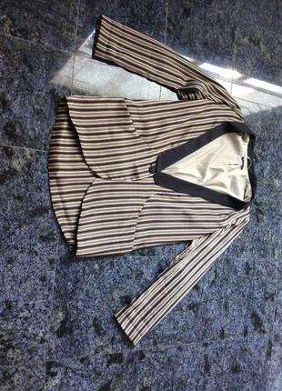 Классный пиджак атласный sisley
