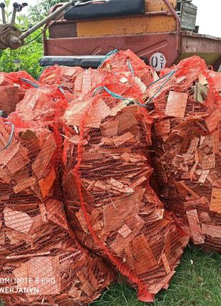 Отходы пиломатериалов в мешках дрова