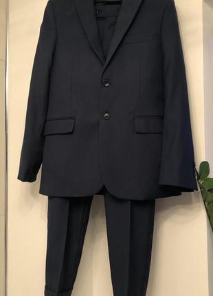 Темно-синий классический костюм brasco di feretti