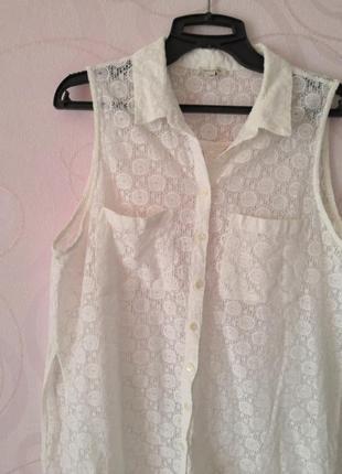 Белая кружевная рубашка без рукавов