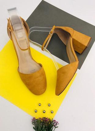 Женские туфли на толстом каблуке
