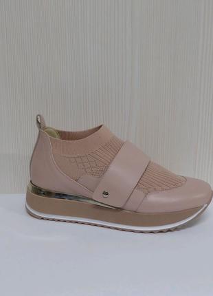кросівки фірми Kelton Італія