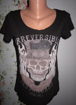 Черная футболка рисунок череп
