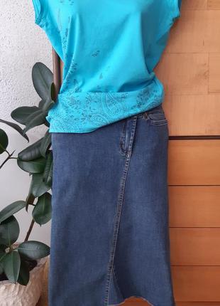 Джинсовая юбка-карандаш с необычной косой застежкой