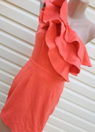 London нарядное платье с тройным воланом на одно плечо