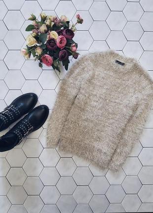 Пушистый свитер с пайетками