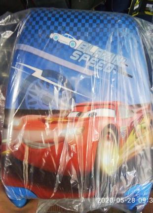 Чемодан на колесах пластиковый детский тачки