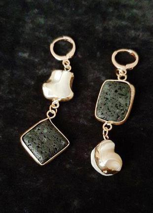 Ассиметрия. Сережки из натуральных камней. Черно-белое с золотом