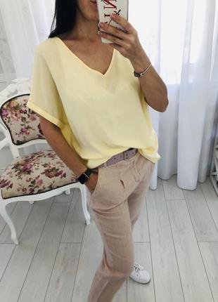 Актуальная свободная блузка футболка нежно лимонного цвета