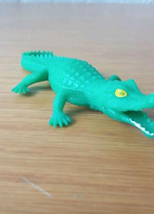 Детский игрушечный резиновый крокодил