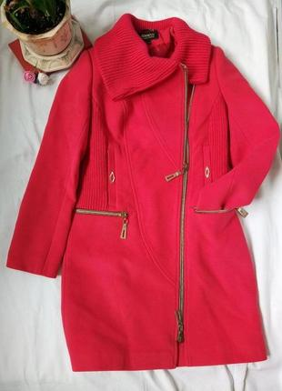 Скидки!!! красное пальто с золотыми замками и вязаными вставка...