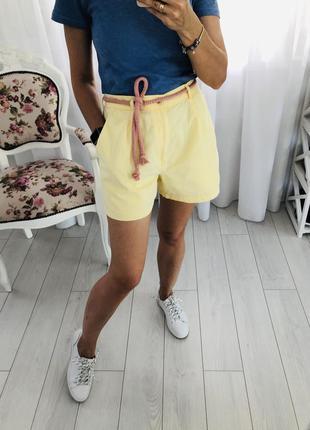 Лимонные брючные шорты чиносы