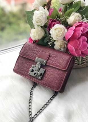 Женская сумка в бордовом цвете, из эко кожи