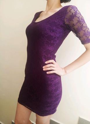 Красивое приталенное платье с открытой спиной S р