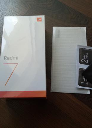 Смартфон Xiaomi Redmi 7 2/16Gb Black Global Version чехол+стекло