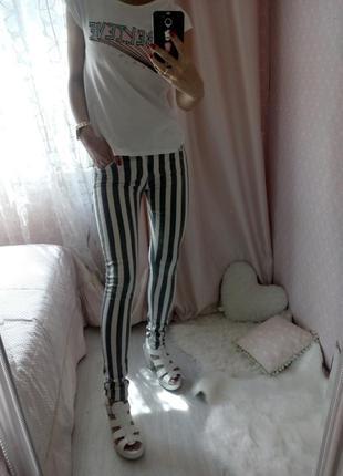 Полосатые черно-белые штаны,джинсы в вертикальную полоску  riv...
