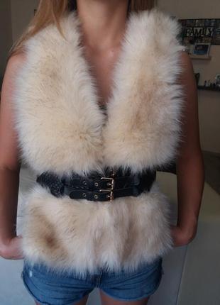 Меховая кожаная жилетка. жилетка мех+кожа. короткая жилетка.