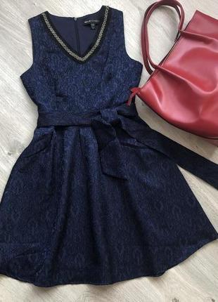 Очень красивое платье. размер 42 ( с ) бренд mela london декол...