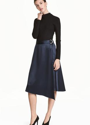 Сатиновая юбка на запах длины миди h&m темно-синяя атласная юбка