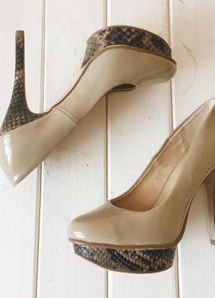 Нюдовые туфли на высоком каблуке и платформе